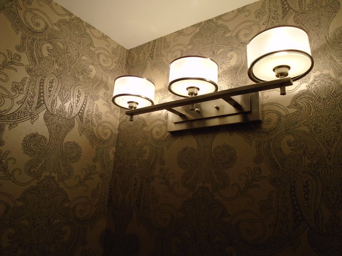 how to choose damask wallpaper